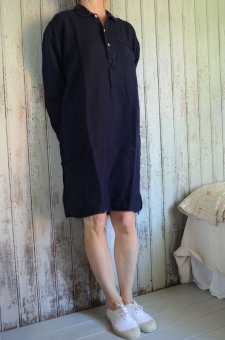 Nightshirt in linen navy