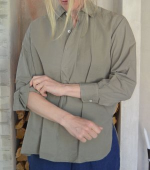 Short shirt in percale olive